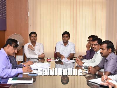 کاروار: لاپتہ ماہی گیروں کا معاملہ۔ ڈپٹی کمشنر کے دفتر میں خصوصی اجلاس؛ بنگلہ دیشیوں کو ملازم نہ رکھنے ڈپٹی کمشنر کی تاکید