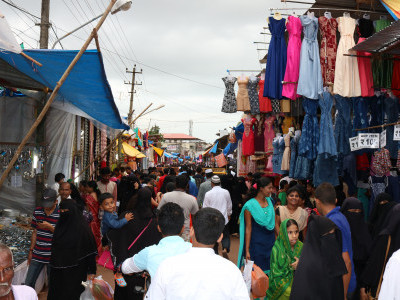 Tens Of Thovsands Of People Throng Bhatkal Ramzan Bazar As One Or Two Days Remains For  Eidul Fitr