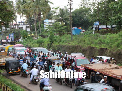 Heavy Traffk Seen At Bhatkal As Ramzan Going To End People Rushed To Bazar