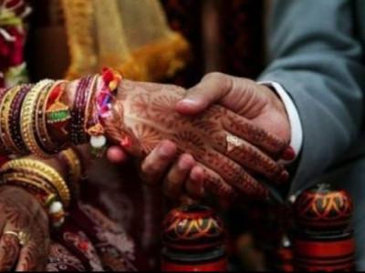 محبت کی شادی کی سزا، نہیں پڑھنے دے رہے ہیں مسجد میں نماز