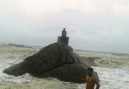 Selfie craze puts youths into trouble at a beach in Mangaluru; gets saved from expert swimmers