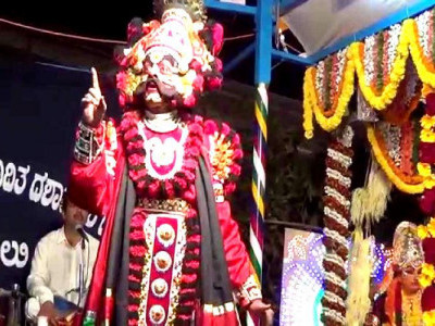 Yakshagana artiste collapses on stage, dies