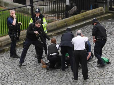 پارلیمان کے باہر فائرنگ، کارحملہ، 4 افراد ہلاک، 20 زخمی