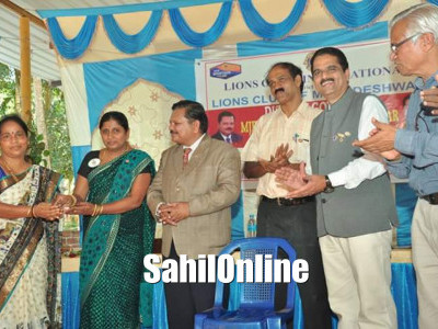 Social program organised by Lion club Murdeshwar in which few social workers were felicitated