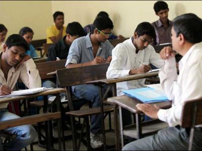 اردو میڈیم اسکولوں میں نصابی کتب فراہم نہ ہونے سے طلبا تعلیم سے محروم ؛ کیا یہ اُردو کو ختم کرنے کی کوشش ہے ؟