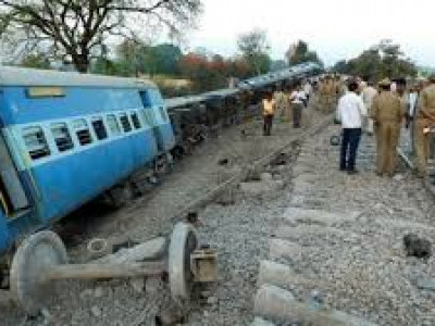 Mahakaushal Express derails, 52 passengers injured