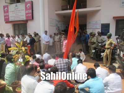 Right-wing organisations protest demanding arrest of persons who violated temple sanctity