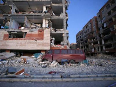Powerful earthquake on Iran-Iraq border kills over 330