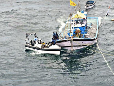 Coast Guard rescue eight fishermen, boat