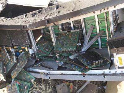 عرب اتحادی طیاروں کی صنعاء کے ہوائی اڈے پر بم بمباری