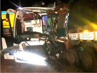 یلاپور میں پرائیویٹ بس اور لاری کے درمیان خطرناک ٹکر؛ 31 مسافر زخمی