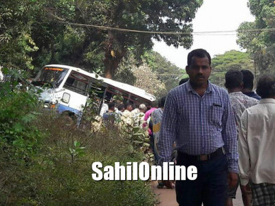 Pedestrian injured after being hit by a break failure tempo on Kumta NH-66