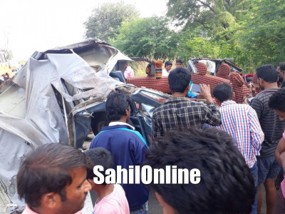 Five persons killed when a Cruiser MUV collided head-on with oil tanker in Kalaburagi