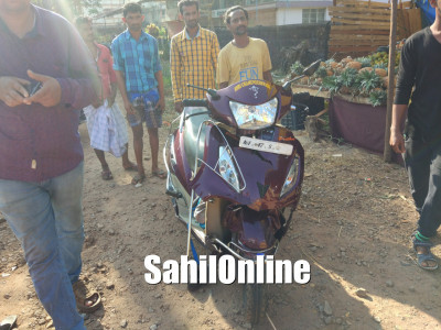 Scooter-Omni collided head on near shifa cross NH 66 in Bhatkal, Bike rider and her daughter injured