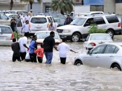 سعودی عرب میں موسلادھار بارش، نظام زندگی درہم برہم، 2افراد جاں بحق