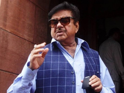 Those who misled PM on K'taka must be ousted: Shatrughan