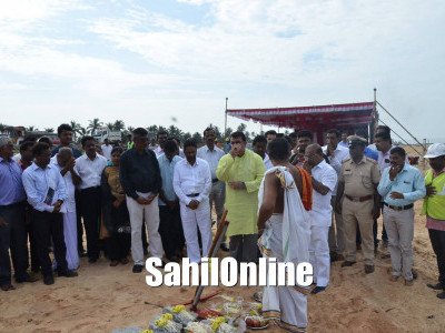 Udupi: District-in-charge minister Pramod Madhwaraj laid Foundation for Trasi-Maravanthe breakwater project