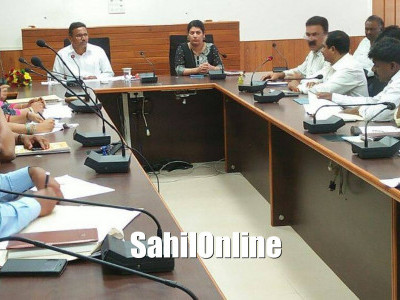 Chairman of Karnataka State Safai Karmachari Development Corporation S Mareppa held review meeting at the DC Office, Udupi