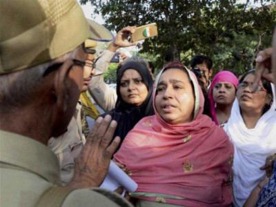 Najeeb's mother detained during protest outside Delhi HC