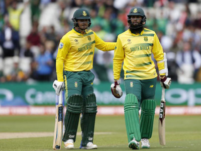 De Kock, Amla help Proteas thrash Bangladesh