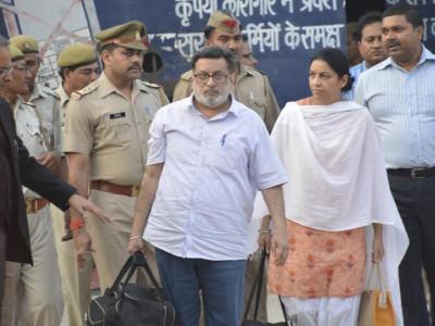 آروشی -ہیم راج قتل: چار سال کے بعد تلوار جوڑے کی جیل سے رہائی
