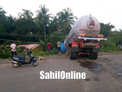 Bargi: Tanker driver seriously injured after his vehicle goes off road