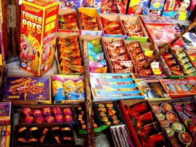 سپریم کورٹ کے ذریعہ فروخت پر پابندی کے باوجود دہلی میں بڑی مقدار میں پٹاخے برآمد ، 29 افراد گرفتار