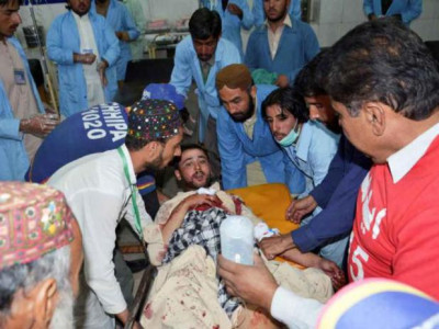 38 people injured in twin blasts in Pak