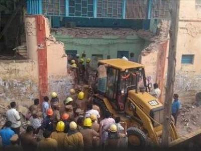 تمل ناڈو :ٹرانسپورٹ کارپوریشن کی عمارت کا حصہ منہدم ہونے سے 8/ افراد کی ہلاکت