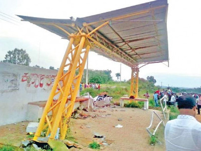 Bengaluru: 5 killed as car crashes into bus stand
