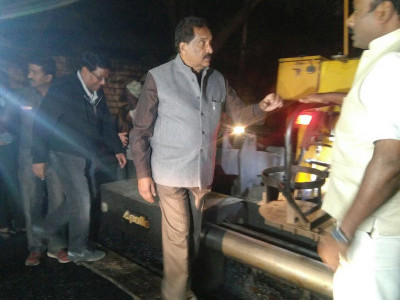 K'taka Minister conducts night inspection of road works in Bengaluru