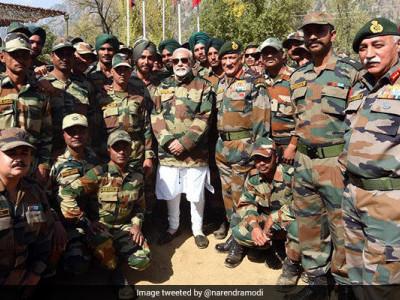 مودی نے بھارتی فوجیوں کے ساتھ دیوالی منائی ،فوجی بھائی ہی ہمارے گھر کے فرد ہیں: مودی