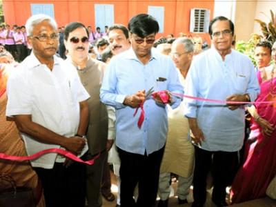 منگلورو:ریاست کے ہرضلعی مقام پر سرکاری رہائشی کالج کا قیام اور طلبا میں لیاپ ٹیپ کی تقسیم