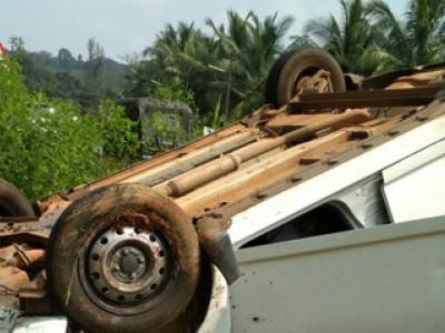 موڈبیدری میں تیز رفتار کار الٹ گئی۔مسافروں میں کسی کو کوئی نقصان نہیں پہنچا
