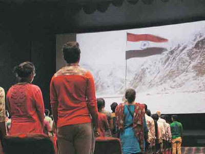 سنیمامیں لوگ تفریح کے لیے جاتے ہیں،قومی گیت کولازمی نہیں کیاجاسکتا؛قومی ترانہ پرسپریم کورٹ نے کہا، ہمیں اپنے ہاتھوں میں حب الوطنی نہیں رکھنی چاہیے