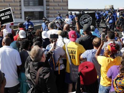 سینٹ لوئس میں پولیس اور مظاہرین کے درمیان جھڑپیں