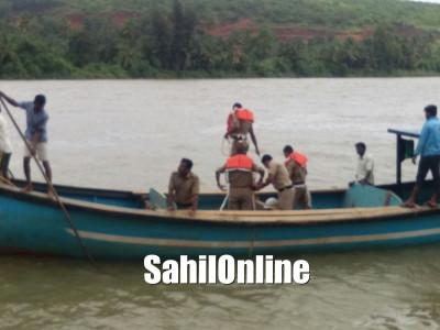 Kumta: Boat capsized in Aghnashini river, 1 missing
