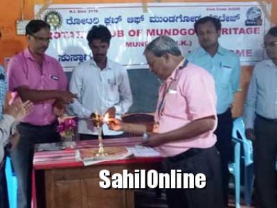 ಮುಂಡಗೋಡ: ರೋಟರಿ ಕ್ಲಬ್ ನಿಂದ ಸ್ವಚ್ಚತೆ ಕುರಿತ ಶಾಲಾ ವಿದ್ಯಾರ್ಥಿಗಳಿಗೆ ಅರಿವು