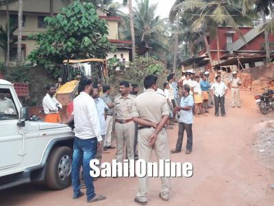 Govt officers seized & locked Atikaram under construction 4 houses in Bhatkal