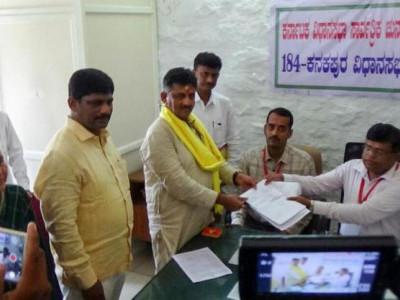 کرناٹکا اسمبلی انتخابات: پولنگ اوقات میں ایک گھنٹے کی توسیع؛ نامزدگیوں کا اندراج شروع؛ یڈیورپا ، ڈی کے شیوکمار، ایشورپا، رمیش کمار وغیرہ نے بھرا پرچہ