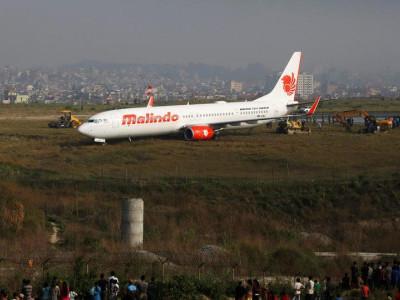 نیپال میں مسافر طیارہ رن وے سے اتر گیا
