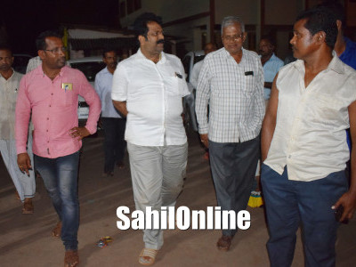 Mankal vaidya visits Bunder and Talgod area which hit by rough sea conditions, Bhatkal