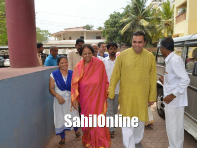 Enthusiastic candidates arrive in procession to file nomination papers in Udupi district