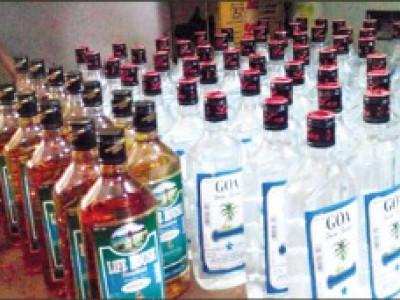 کاروار:بس کے ذریعے غیرقانونی سپلائی کی جارہی شراب ضبط :دوخواتین پولس کی تحویل میں