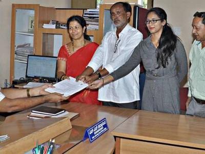 کرناٹک اسمبلی الیکشن: پانچ روپیے کا ڈاکٹر بھی آزاد امیدوار کے طور پر میدان میں
