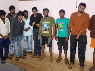انکولہ: شراب کے نشے میں مست 10نوجوان گرفتار۔ پولیس پر حملہ آور ہونے کا الزام