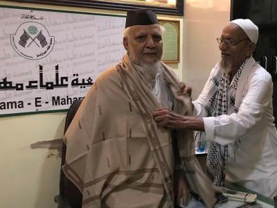 24؍ سالوں کے بعد جیل کی صعوبتوں سے راحت 74؍ سالہ محمد امین نے اشک بار آنکھوں سے جمعیۃ علماء کا شکریہ ادا کیا گلزار اعظمی اور وکلاء سے ملاقات کی