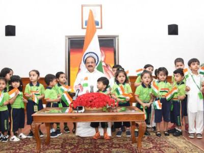 بچوں کو ذمہ دار شہری بنایا جاناچاہیے، نائب صدرجمہوریہ ہند ،جی ڈی گوئنکا پری اسکول کے بچوں سے ملے