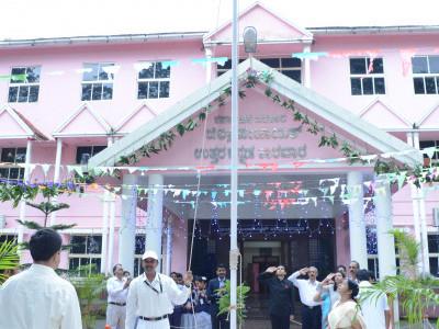 کاروار : ضلع پنچایت اورمیڈیکل کالج میں یوم ِ آزادی کا جشن :ایمانداری سے اپنے فرائض کو انجام دینا سچی دیش بھگتی