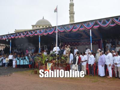بھٹکل میں یوم آزادی کا جشن پورے جوش وخروش کے ساتھ منایا گیا؛ تعلقہ انتظامیہ کی جانب سے اسسٹنٹ کمشنر نے لہرایا جھنڈا